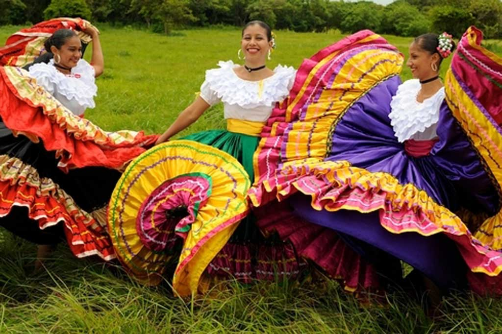 costa-rica-dancers-at-hacienda-pinilla